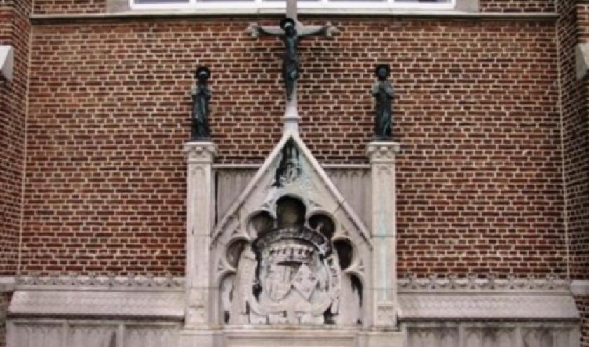 Le caveau de la famille de Furstenberg a l arriere de l'eglise de Remersdael