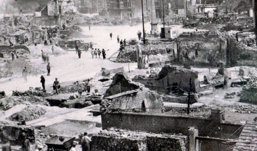 La Place Albert apres les bombardements de decembre 1944