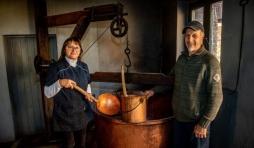 Maurice Thomsin et son épouse perpétuent une tradition ancestrale ( Photo: EDa Philippe Laveleye )